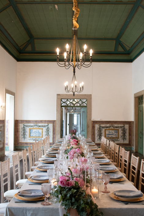 Long table setting with pink and white flowers as centerpiece. This destination wedding theme could also be yours.