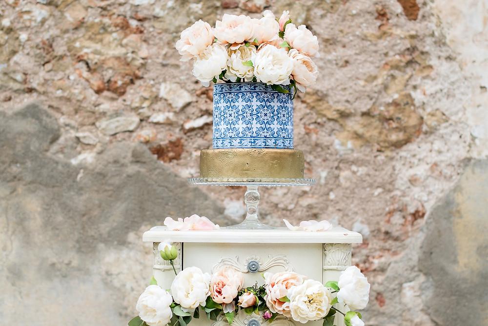 Bolo de casamento na mesa de doces da Quinta do Torneiro em Portugal