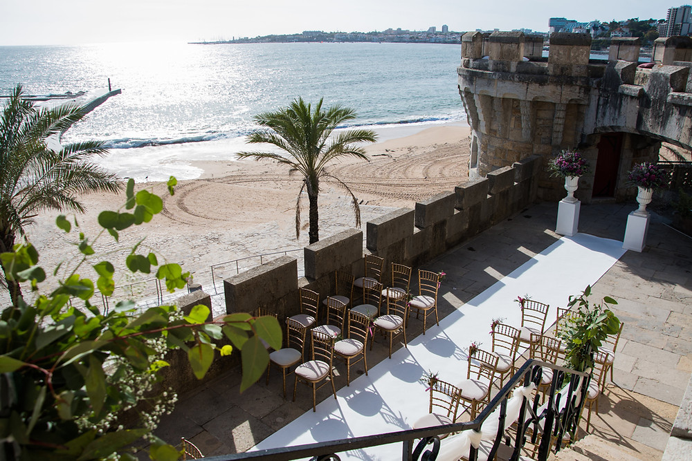 A intimate wedding ceremony in the terrace of Forte da Cruz wedding venue in Lisbon