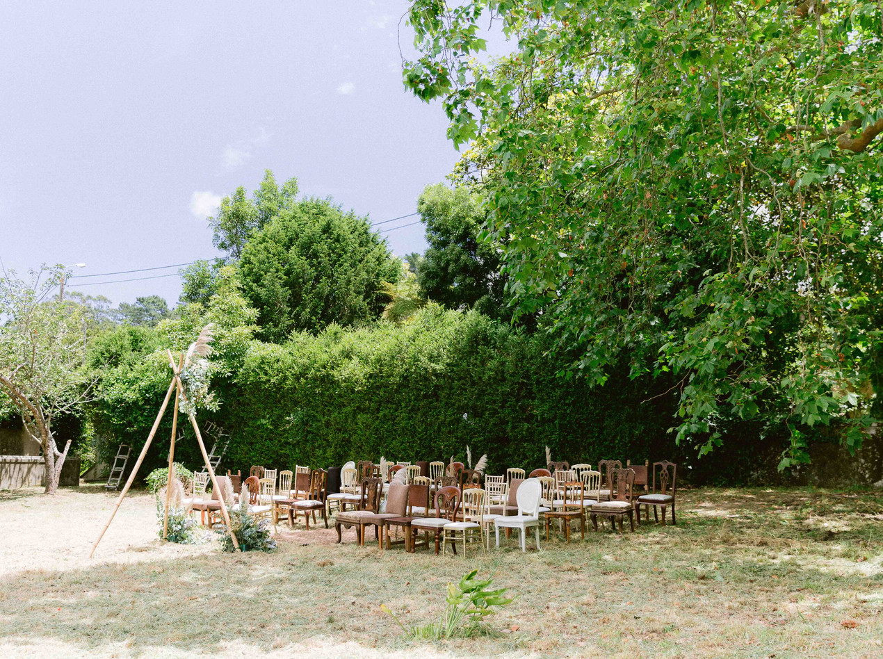 The Rustic Boho Outdoor Wedding Ceremony in Sintra Portugal, was celebrated in the Woods. The Boho Wedding Set Up in the Woods:  Boho Rustic Tipi Bamboo Canopy, Pampas Grass , Rugs and Carpets, Vintage Assorted Wedding Chairs