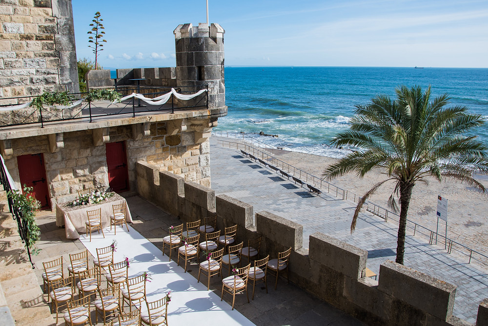 The outdoor wedding ceremony has a beautiful beach view. It has a bar at the balcony at Forte Da Cruz