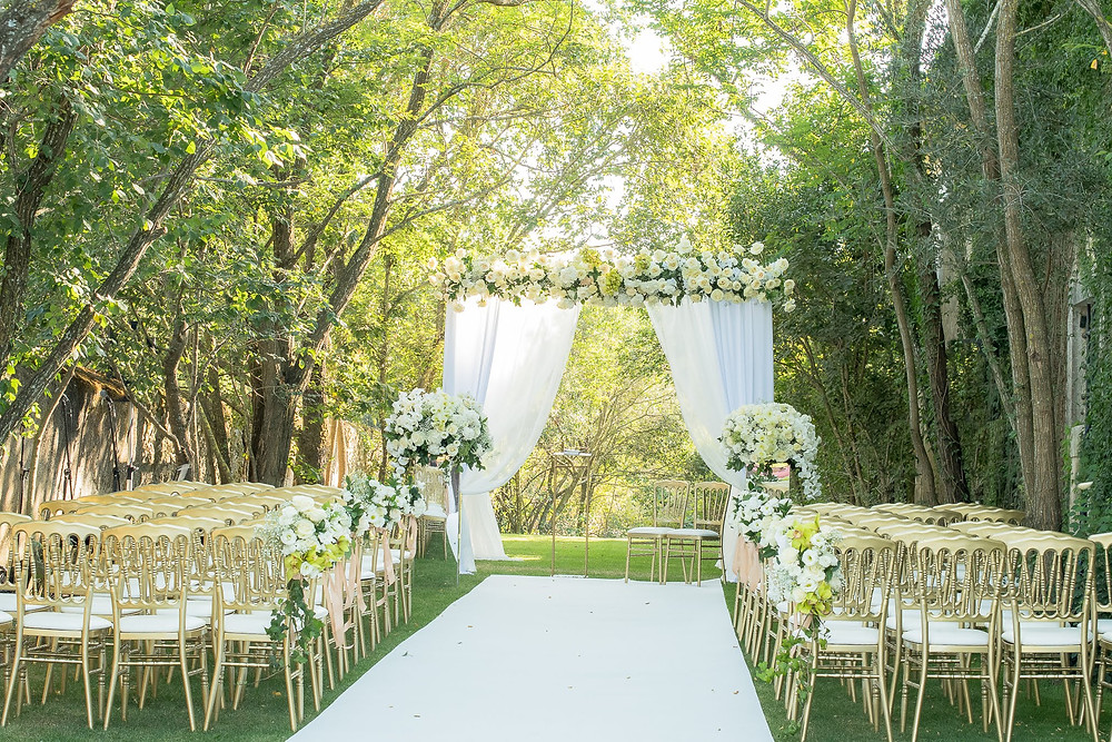 A wedding ceremony day at Quinta do Torneiro planned with a white struture , carpet and flowers