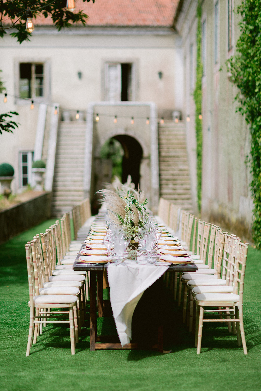 Outdoor weddings are elegant, fun, and inspiring. We love to decor with a long table for your wedding outdoors