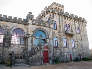 The main facade of the Forte da Cruz Beach Castle in Portugal