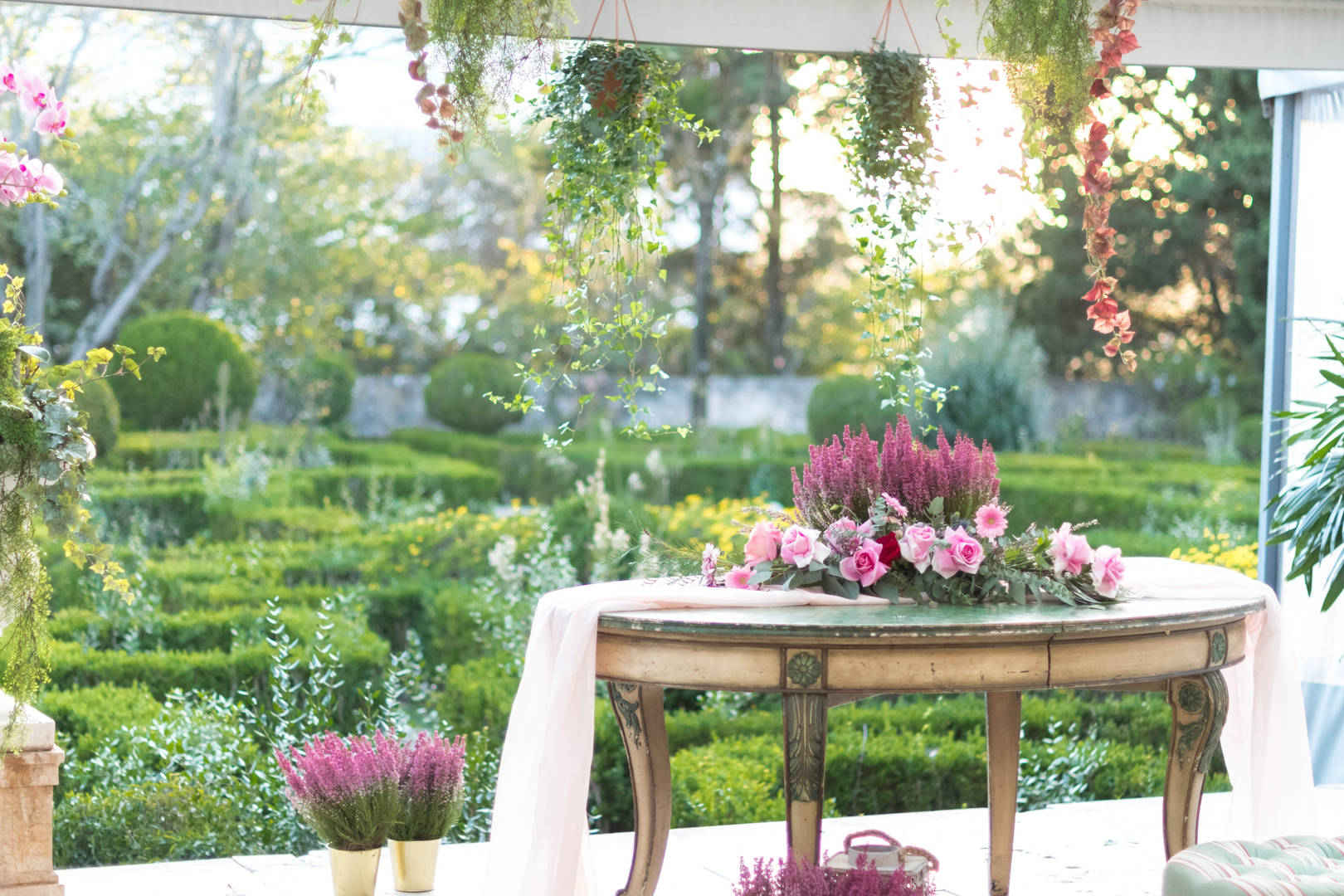 Decorative Table at Quinta do Torneiro for your destination WEdding in Portugal
