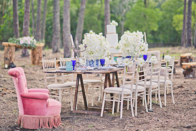 Depending on your destination and the season, you can have a woodland forest themed outdoor wedding