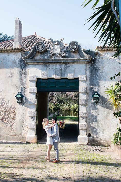 Fotoshoot bij de ingang van Quinta do Torneiro in Lissabon, Portugal