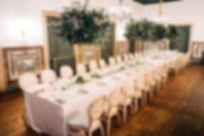 Elegante bruiloft diner set up in de meest historische kamer van Quint do Torneiro.