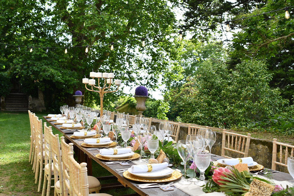 The trees provide shades for the dinning outdoors room