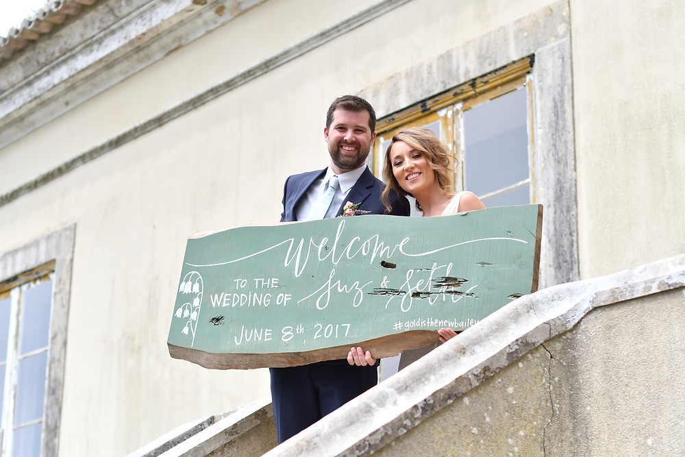 Suzanne and Seth had a blast at there wedding in Portugal, with a vintage theme. They selected The Quinta My Vintage Wedding in Sintra, for their destination wedding in Europe. a good friend made them a surprise by preparing amazing wedding signs, with amazing calligraphy.