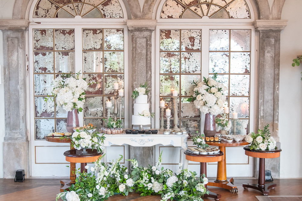 A elegant and luxurious wedding cake table at Casa dos Penedos Sintra