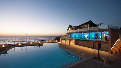 Beach wedding with swimming pool by the sea in Portugal