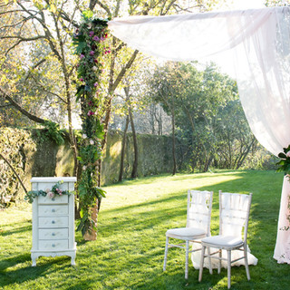 Wedding ceremony at in the garden of Quinta do Torneiro in Lisbon, Portugal
