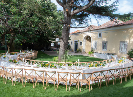 Long wedding table on the garden of Quinta do Torneiro