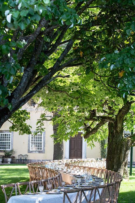 S-tafel in de grootste en mooiste tuin van Quinta do Torneiro in Lissabon