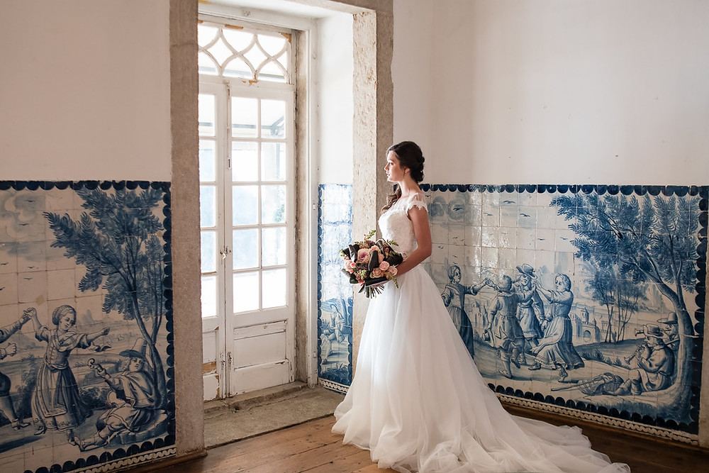 Bride getting ready for her wedding at Quinta do Torneiro in the blue tiles room