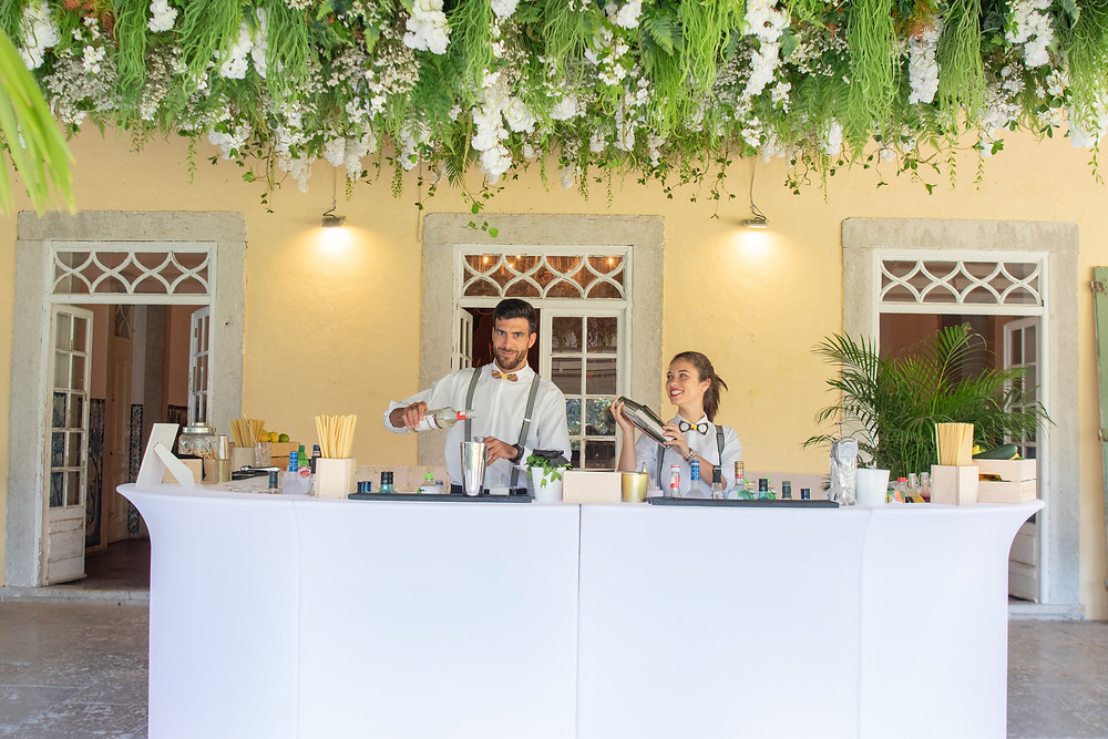 Greenery seems to be a new trend that has come to stay. The Greenary at Quinta do Torneiro provides shades. The celling full of greenery and beautiful flowers is indeed a wedding trend that came from 2019 and will last till 2021