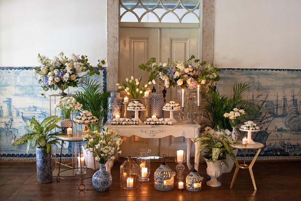 uma mesa de doces bem decorada em tons de azul para um casamento na Quinta do Torneiro feita pela empresa Lima Limão
