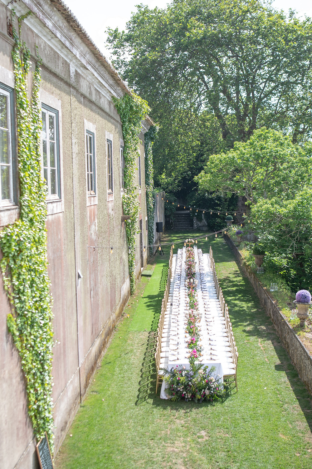 An outdoor wedding in Portugal with an amazing Rustic long table in the french garden of the wedding venue The Quinta - My Vintage Wedding Portugal