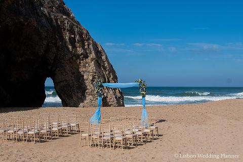 Beach ceremony wedding in Portugal