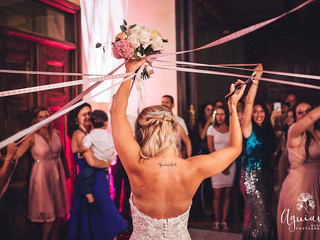 The bridal bouquet party with DJ playing at Forte da Cruz Beach Wedding Castle in Portugal