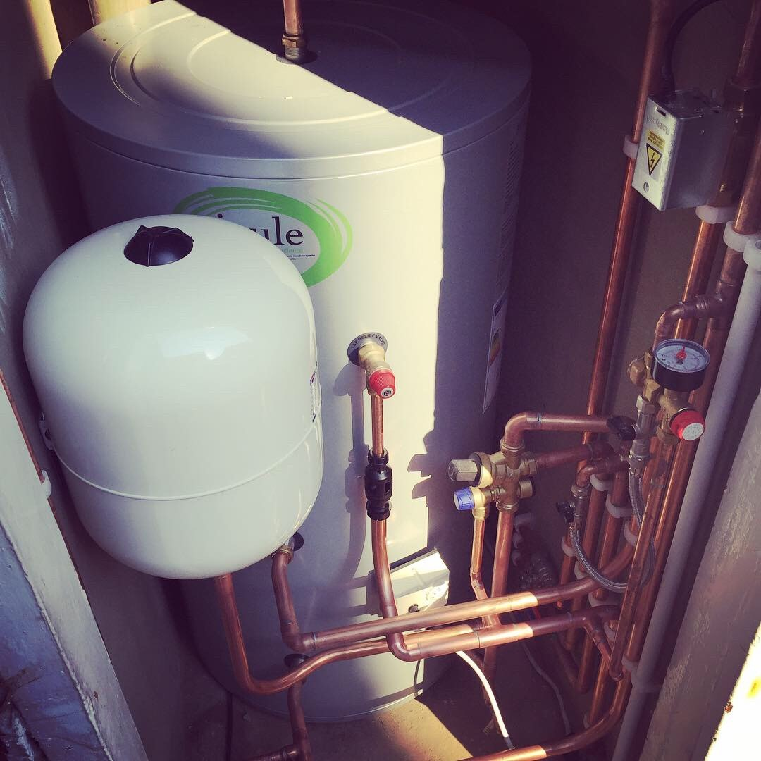 Fulham boiler and hot water cylinder u