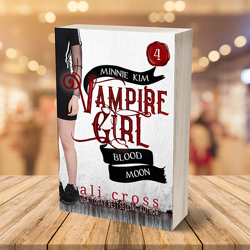 Blood Moon (Minnie Kim Vampire Girl #4)