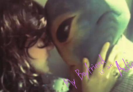 Flash: My Boyfriend is an Alien
