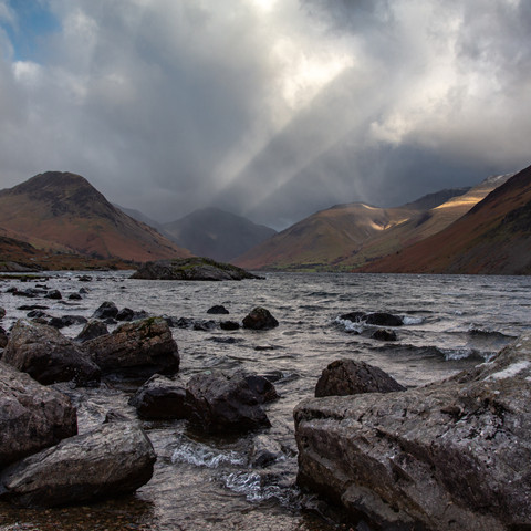 WAST WATER LIGHT SHOW AT DUSK