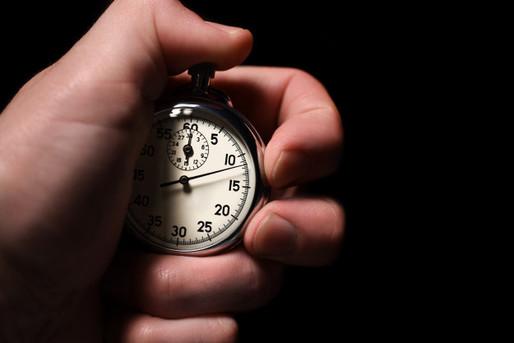 masculino-mao-inicia-o-cronometro-analog
