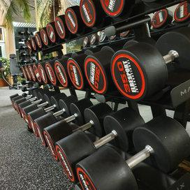 Bei uns können Sie sich und Ihren Körper nach individuellen Trainingsplänen fit machen.  Unser Gym beinhaltet auf ca. 250m² Trainingfläche  L&K Kraftgeräte L&K Freihantelbereich L&K Zirkeltraining  Precor Ausdauergeräte 2 x Laufbänder 954i 2 x Ellipsentrainer 576i 4 x Liegeergometer 846ir 4 x Fahrräder 846i 4x Spinningbike mit Klicksystem