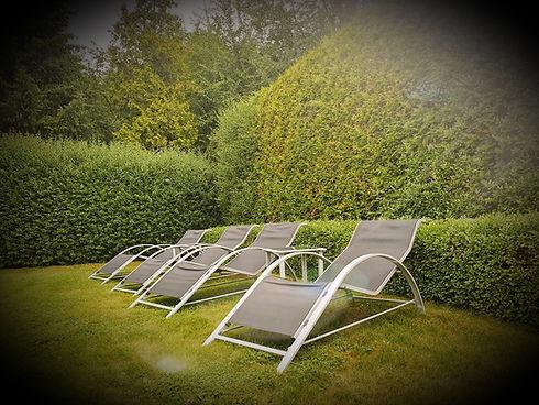 4 Sonnenliegen im Garten
