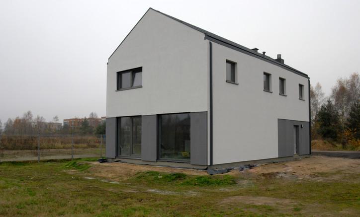 House-W widok z ogrodu