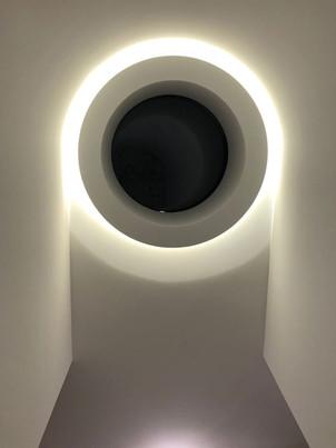 Interior-T świetlik nocą