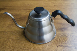 Passo 1: Coloque 600g de água mineral ou filtrada para ferver.