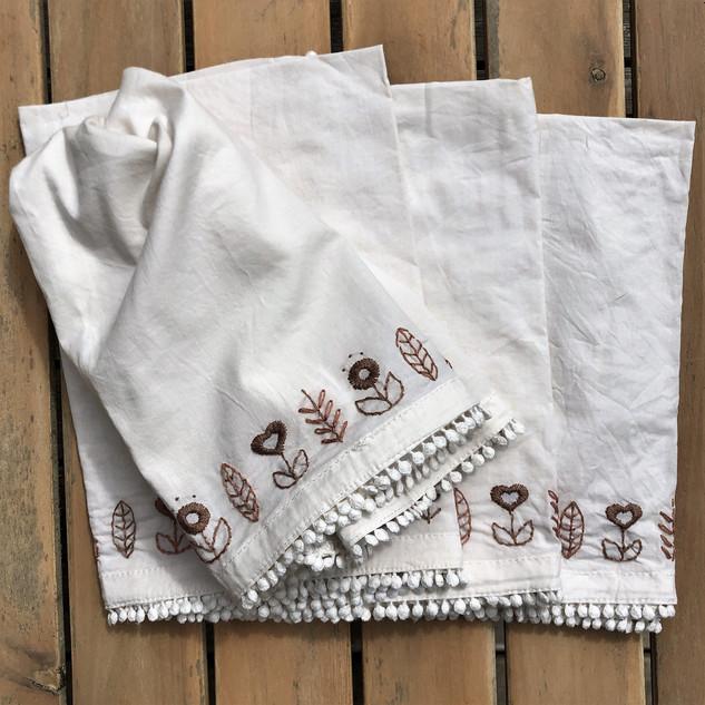Embroidered Napkin Set