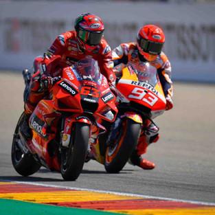 Bagnaia Patahkan 7 Kali Serangan Marquez di 3 Lap Akhir, Sebelum Menangkan GP Aragon 2021!