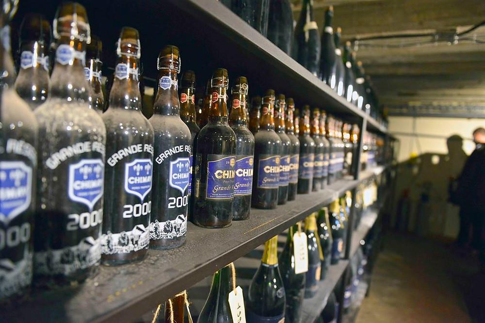 Cervejaria Chimay, uma das 11 da ordem dos monges trapistas, construída em 1862 na cidade de Chimay, Bélgica.  Na foto Bleue envelhecida no carvalho | Foto: BeerTourism.com