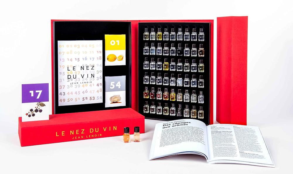 Livro Le Nez du Vin, que conta com os 54 aromas mais presentes no vinho | Éditions Jean Lenoir