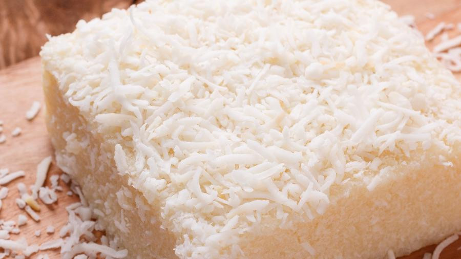 Cuscuz de tapioca com coco.