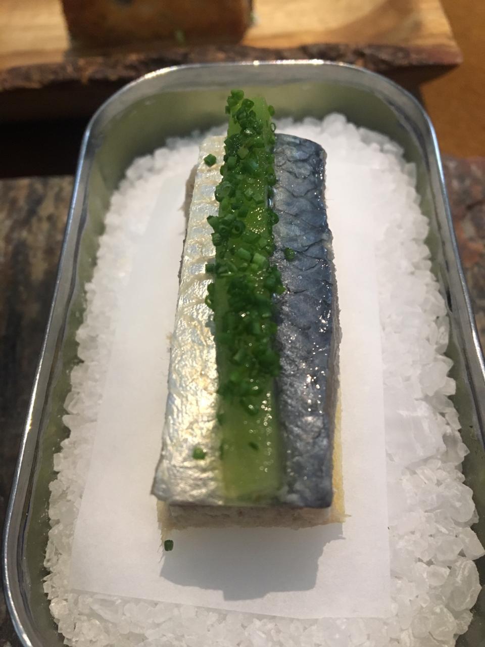 Porco na lata com sardinha do @rios.restaurante