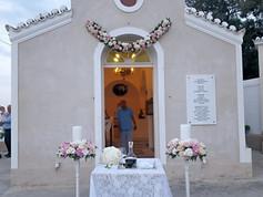 Λαμπάδες γάμου σε βάση με λευκές και ροζ ορτανσίες