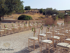 Διακόσμηση γάμου με άνθινα στεφανάκια