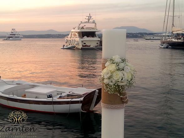 Λαμπάδα γάμου με λευκούς λυσίανθους