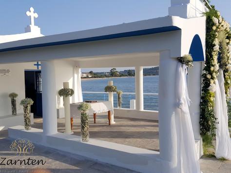 Διακόσμηση γάμου στο εκκλησάκι της Παναγίτσας στην Βερβερόντα