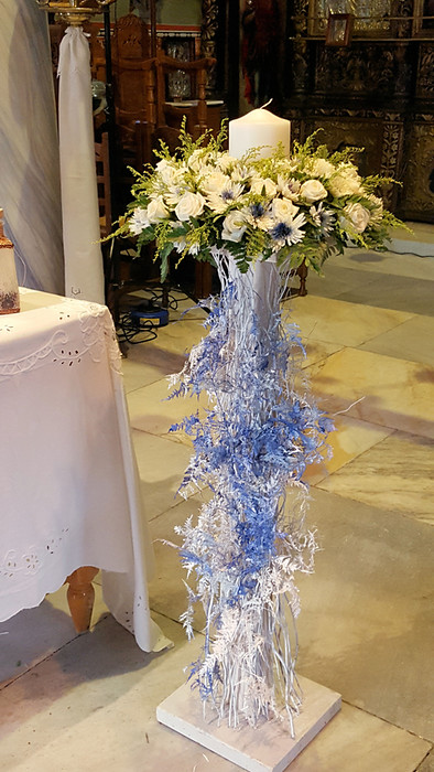 Λαμπάδες γάμου σε ξύλινη βάση σε λευκό και μπλε