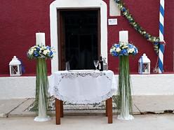 Λαμπάδες γάμου με τριαντάφυλλα και μπλέ ορτανσίες