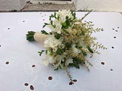 Νυφικό μπουκέτο γάμου με φρέζιες και αστίλβη