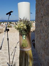 Λαμπάδα γάμου με μπουκέτα από τριαντάφυλλα λεβάντα και στάχυα