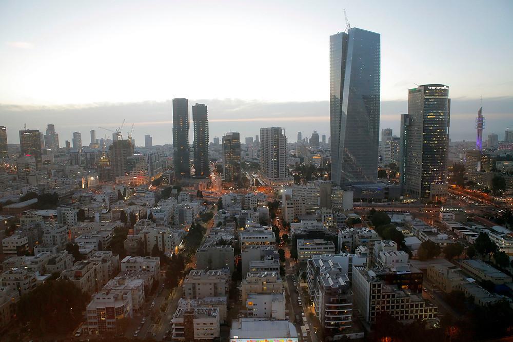 תל אביב בשעת ערב